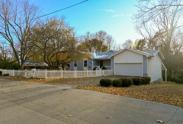 967 S Mission Ave, Springfield, 65809, MO - Photo 1 of 32