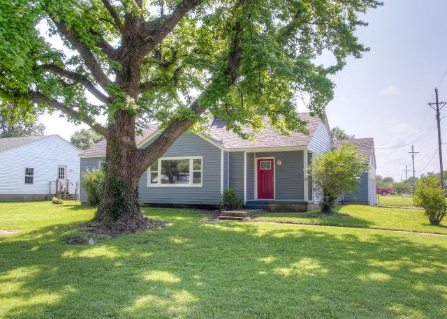 1603 S River St, Carthage, 64836, MO - Photo 1 of 50