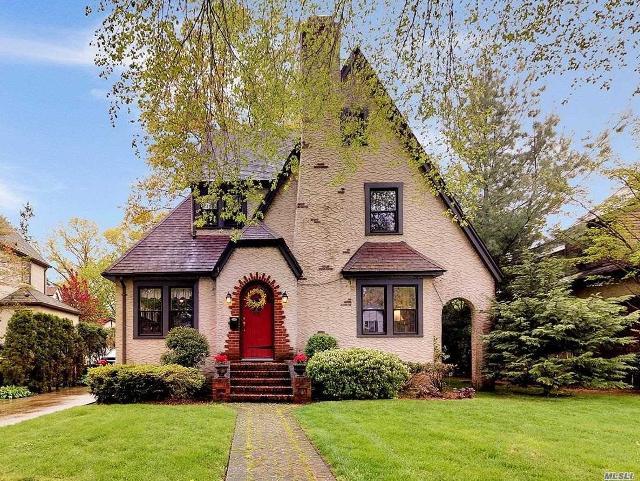 85 Pine, Garden City, 11530, NY - Photo 1 of 14