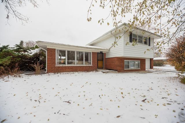 2 Patricia Ln, Prospect Heights, 60070, IL - Photo 1 of 10