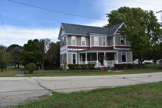 102 Walnut, Roberts, 60962, IL - Photo 1 of 20