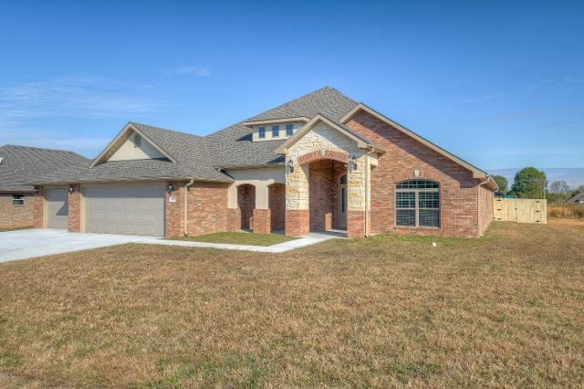 811 Blackthorn Dr, Carl Junction, 64834, MO - Photo 1 of 52