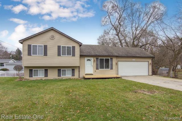 2320 Hedge Ave, Waterford, 48327, MI - Photo 1 of 26