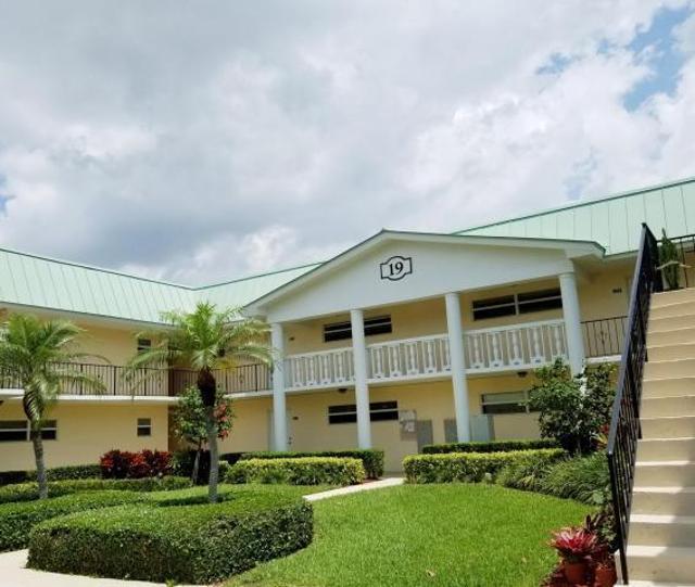 19 Colonial Club Unit204, Boynton Beach, 33435, FL - Photo 1 of 15