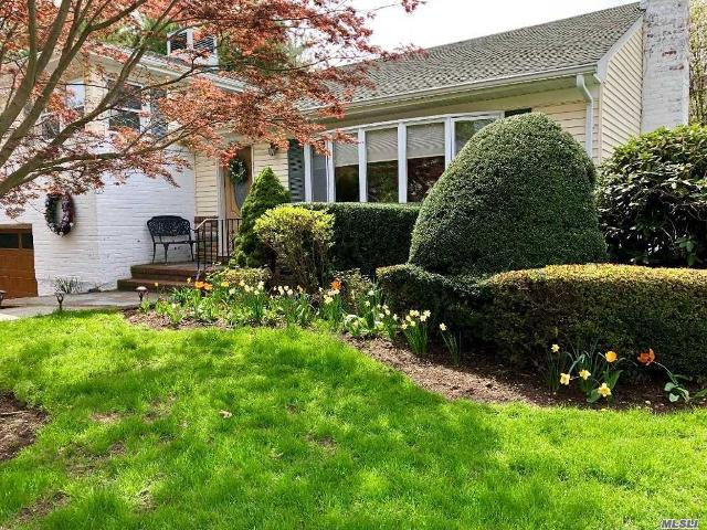 110 Tanners Pond, Garden City, 11530, NY - Photo 1 of 20