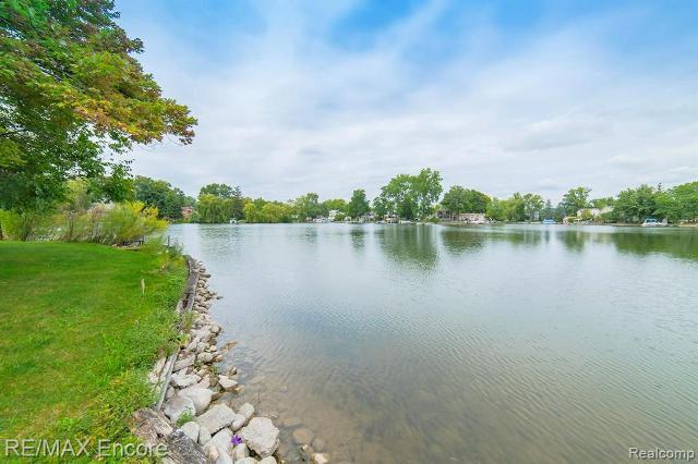 9036 Pontiac Lake, White Lake, 48386, MI - Photo 1 of 7