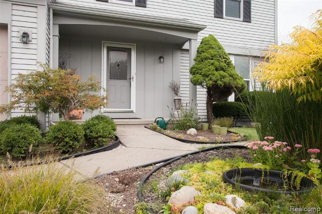 5842 Kings Arms, Waterford, 48327, MI - Photo 1 of 43