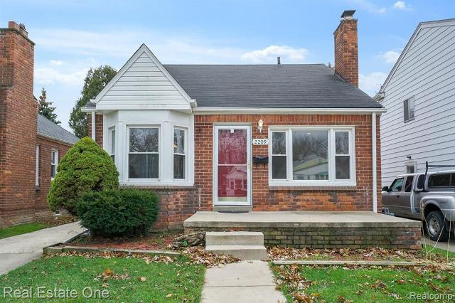 2209 Hollywood Ave, Grosse Pointe Woods, 48236, MI - Photo 1 of 22