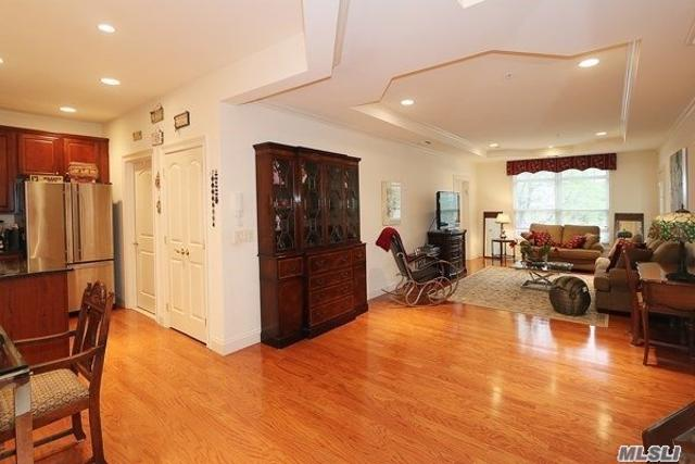 478 Pacing Way Unit8-103, Westbury, 11590, NY - Photo 1 of 17