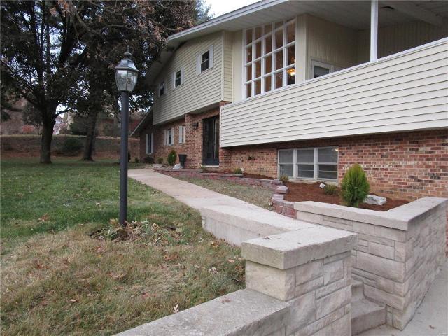 1015 Park Blvd, Chester, 62233, IL - Photo 1 of 39