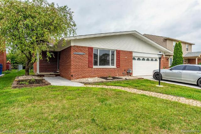 27132 Kingswood, Dearborn Heights, 48127, MI - Photo 1 of 22