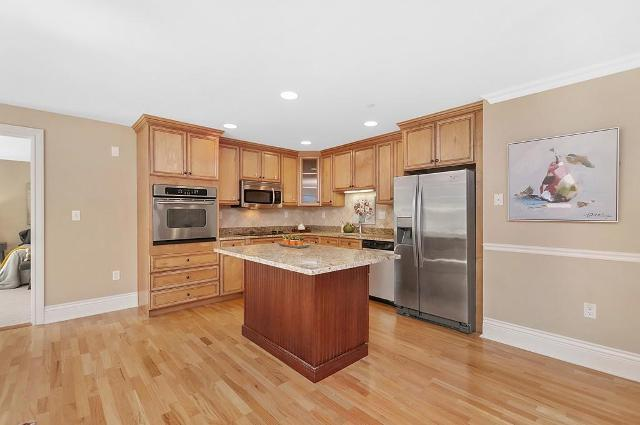 12 Russell Unit307, Wellesley, 02482, MA - Photo 1 of 16