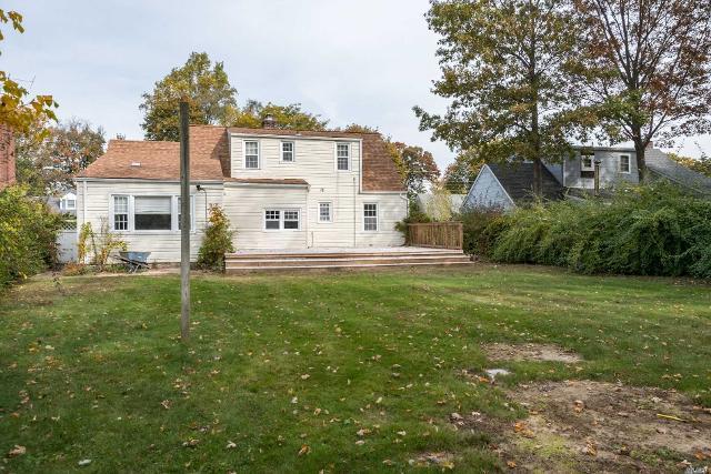 106 Beechwood St, Farmingdale, 11735, NY - Photo 1 of 19