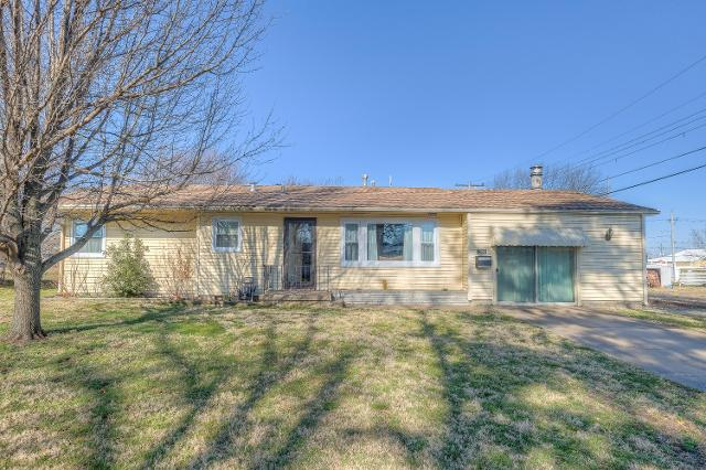 2043 Forest Dr, Carthage, 64836, MO - Photo 1 of 46