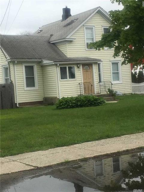 86 Tyler Ave, W. Sayville, 11796, NY - Photo 1 of 8