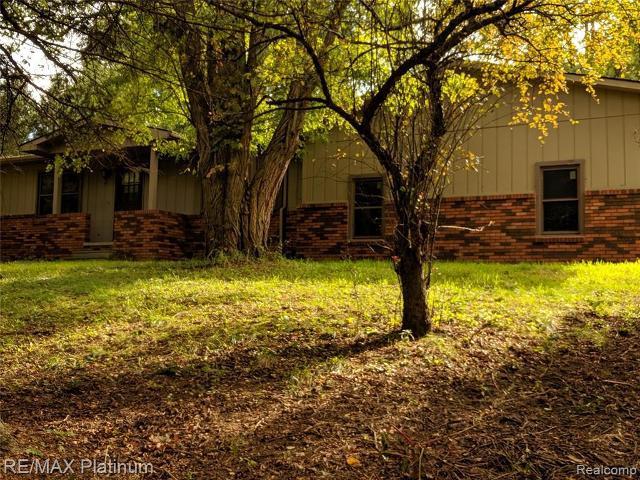 11919 Mayra Ln, Whitmore Lake, 48189, MI - Photo 1 of 47
