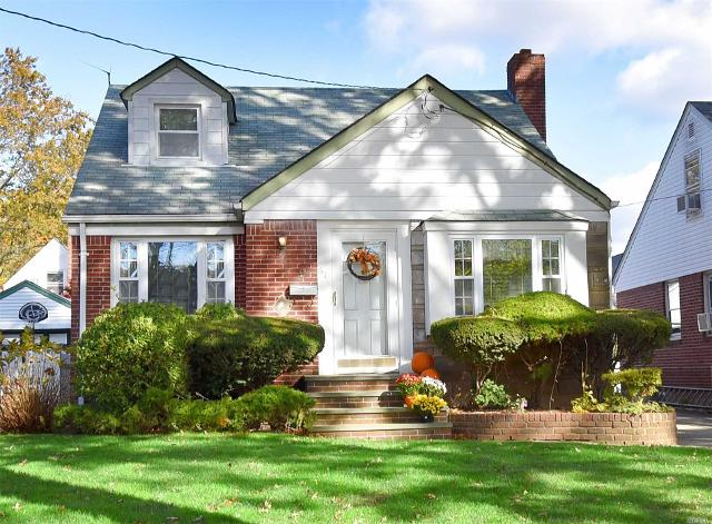 67 Willow St, Floral Park, 11001, NY - Photo 1 of 15