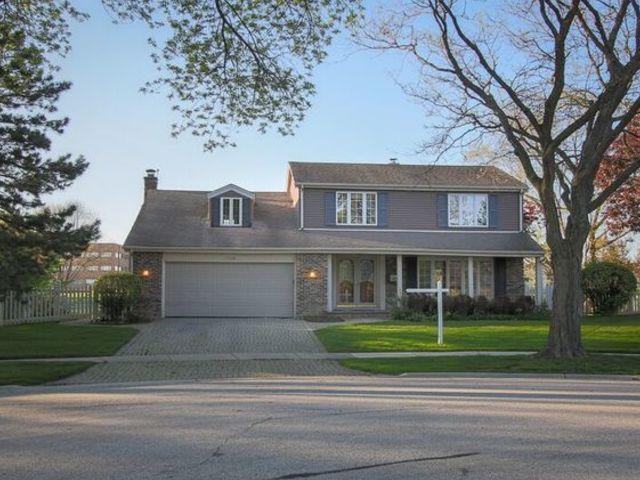 1120 W Cypress Dr, Arlington Heights, 60005, IL - Photo 1 of 28