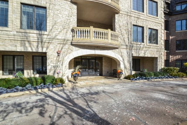 1800 Amberley Ct Unit 104, Lake Forest, 60045, IL - Photo 1 of 27
