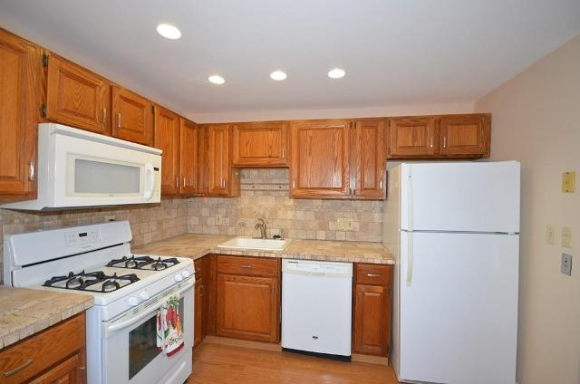 47 Edgelawn Ave Unit 12, North Andover, 01845, MA - Photo 1 of 25