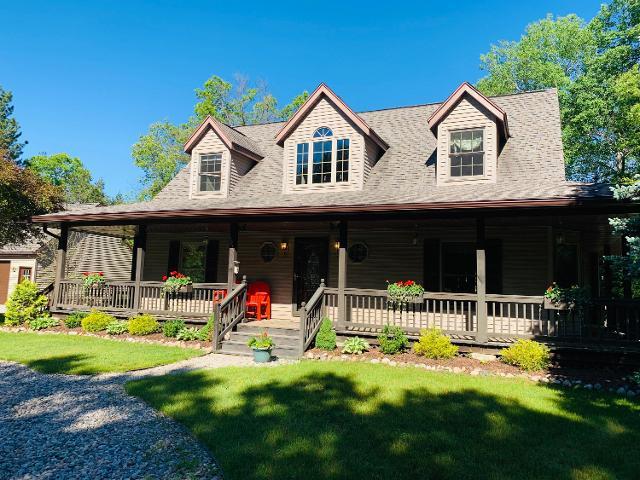 Super Homes For Sale In 48636 Mi Rocket Homes Interior Design Ideas Gentotryabchikinfo