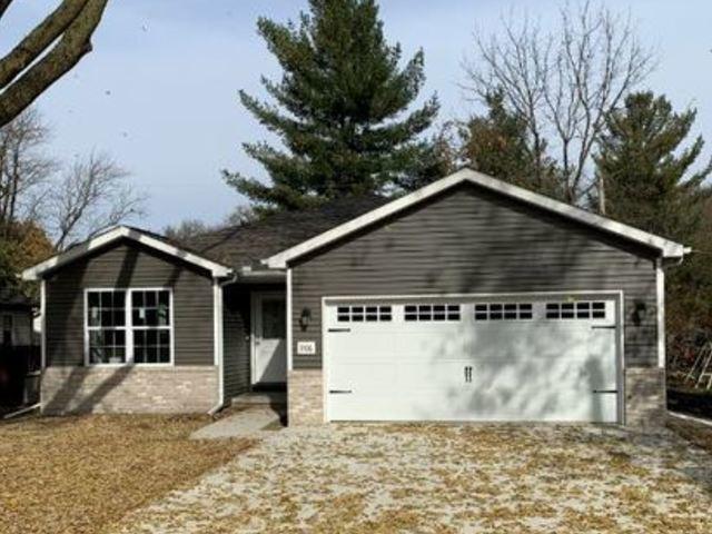 906 E Chestnut St, Monticello, 61856, IL - Photo 1 of 2